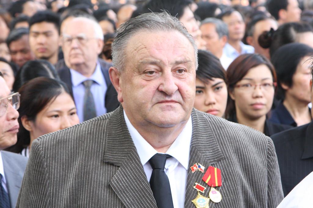 čestný předseda Česko.vietnamské společnosti Marcel Winter na pohřbu generála Vo Nguyen Giapa v Hanoji