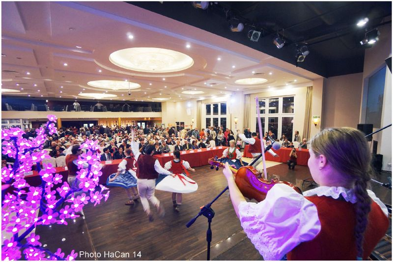 14.2.2014 Tanec i zpěv s cimbálovou kapelou zpestřil krásnou akci