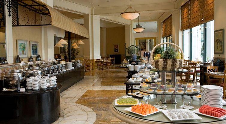 Hanoi_Daewoo_Hotel_-_jidelna_kde_se_podavaji_snidane__obedy_i_vecere.