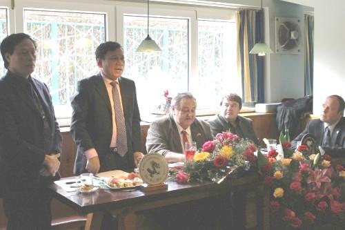 Vsem_clenum_CVS_podekoval_predseda_Svazu_Vietnamcu_v_CR_pan_Hoang_Dinh_Thang