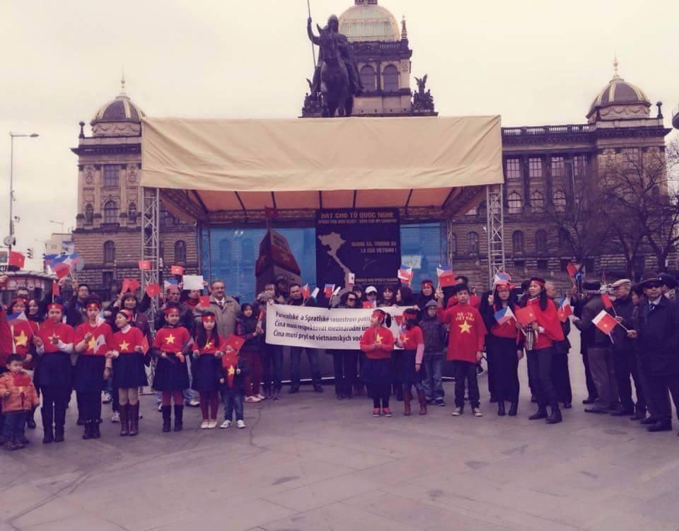 Předseda ČVS Marcel Winter na protičínské demonstraci 22.3. na Václavském náměstí v Praze.