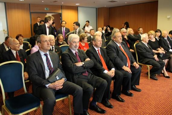 12.5. hotel Hilton - čekýná na příchod prezidenta VSR