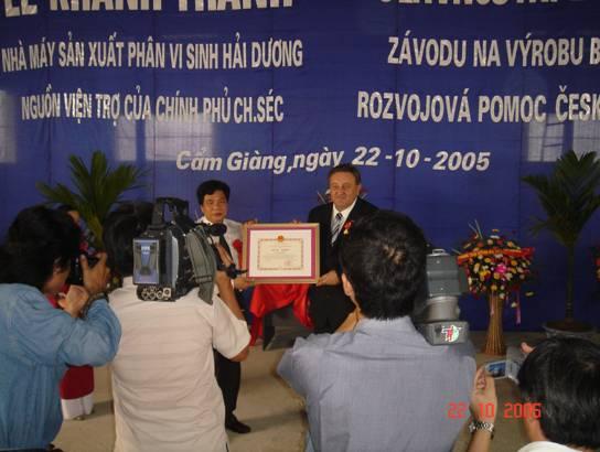 Oceneni_Marcela_Wintera_za_predcasne_postaveni_tovarny_na_vyrobu_biohnojiv_o_2_roky.