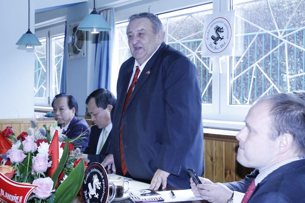 19.valná hromada ČVS - předseda ČVS Marcel Winter děkuje kolektivním členům za podporu
