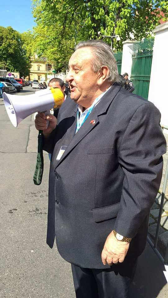 Predseda_CVS_Marcel_Winter_pri_projevu_na_demonstraci_Vietnamcu_29.4.2016_v_Praze