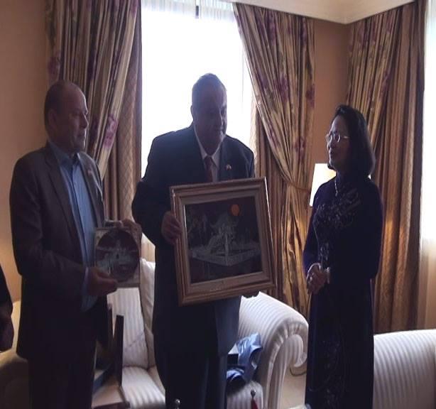 Viceprezidentka Vietnamu paní Dang Thi Ngoc Thinh a předseda ČVS Marcel Winter s místopředsedou PaeDr.Milošem Kusým