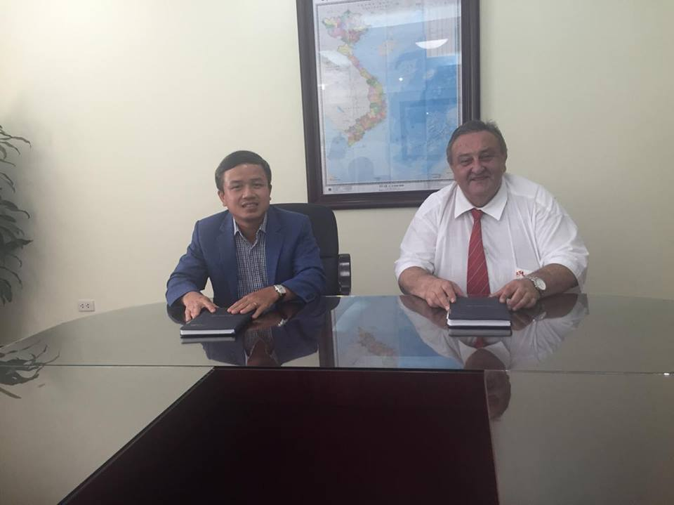 Pham Viet Huong . Deputy Director General Department of Overseas Labour (DOLAB) and Marcel Winter - Chairman Czech-Vietnamese Society 7.7.2016 Ha Noi
