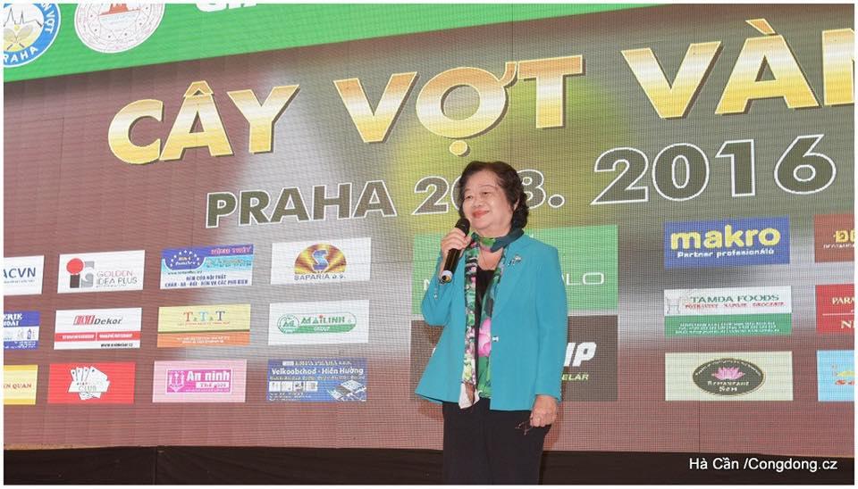 Viceprezidentka_VSR_j.e._pani_Dang_Thi_Ngoc_Thinh_na_spolecenskem_veceru_ucastniku_turnaje_20.8._v_Praze