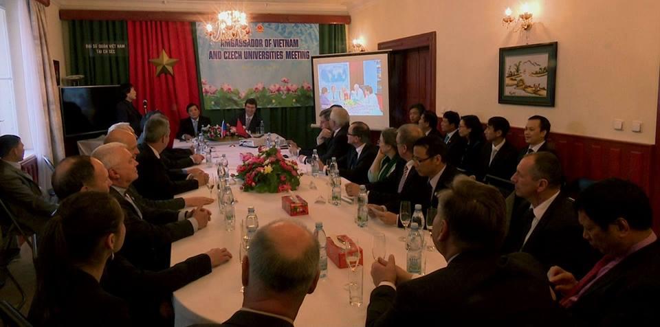 Akce_na_velvyslanectvi_VSR_v_Praze_ohledne_studentu_z_Vietnamu_